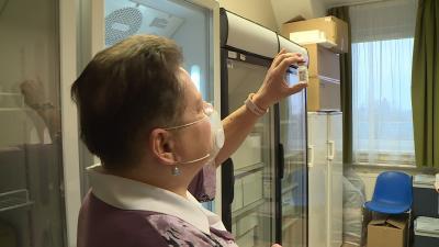 Ma harminc Békés megyei orvos vehette át a krónikus betegek beoltására szolgáló AstraZeneca vakcinát (fotó: behir.hu)
