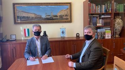 Szarvas Péter polgármester és dr. Bacsa Vendel jegyző (fotó: Szarvas Péter facebook oldala)