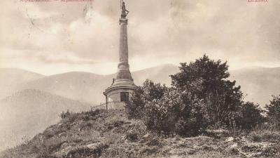 A brassói Árpád-szobor egy 1910-ben postára adott képeslapon (Gallery Hungaricana)