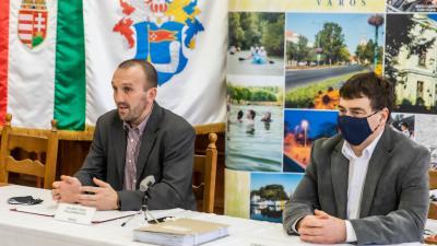 Kálmán Tibor, Békés polgármestere és Csibor Géza békési képviselő. Fotó: Gapix