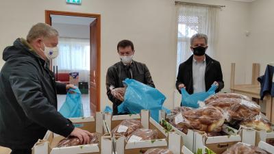 A Hajrá Békéscsaba Egyesület és Békéscsaba polgármestere közös jótékonysági akción vett részt. Fotó: Facebook/Szarvas Péter