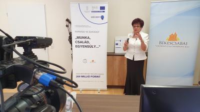 Szicsek Margit online előadása a Békéscsabai Médiacentrum tárgyalójából (fotó: behir.hu)