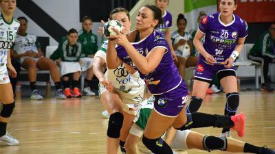 Jelena Agbaba (labdával) a szerb válogatott keretben(Fotó: Such Tamás)