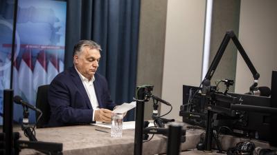 Orbán Viktor a Kossuth Rádióban. Fotó: MTI/Miniszterelnöki Sajtóiroda/Fischer Zoltán