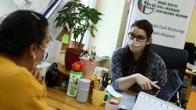 A Békés Megyei Civil Közösségi Szolgáltató Központ is segít a regisztrációbanFotó: Békés Megyei Kormányhivatal/Lehoczky Péter