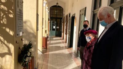 Herczeg Tamás dr. Técsy Gyuláné dr. Argay Lillával koszorúzott (fotó: facebook.com/herczegtamas10)