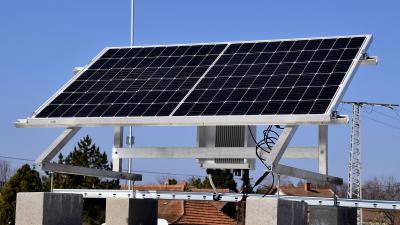 a Gyár utca 5 szám alatti épület napelem-rendszere – (Fotó: Such Tamás)