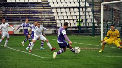Paudits (lövés közben) az első félidőben is közel volt a gólszerzéshez, a másodikban már be is talált (Fotó: Such Tamás)