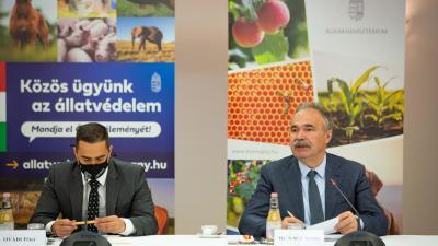 Óvádi Péter miniszteri biztos (b.) és Nagy István agrárminiszter. (A kép forrása: kormany.hu)