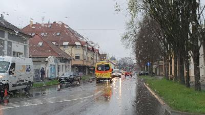 A helyszínre a mentők is kiérkeztek (Fotó: BMC/Hatala Boglárka)
