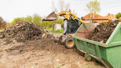 Illegális hulladéklerakat a Szabadkai utcán. (A kép forrása: Facebook/Kálmán Tibor)