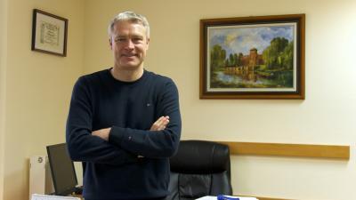Kun Miklós, a Gyulai Várfürdő ügyvezető igazgatója és a Nemzeti Légiipari Projekt Kft. ügyvezetője. Fotó: Vincze Attila / behir.hu