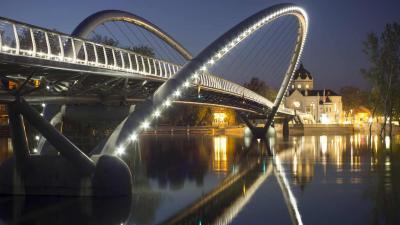 A szolnoki Tiszavirág híd - Fotó: MTI