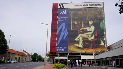 Novemberig lesz látható Békéscsabán a világ legnagyobb Munkácsy Mihály portréja – (Fotó: Hidvégi Dávid/behir.hu)
