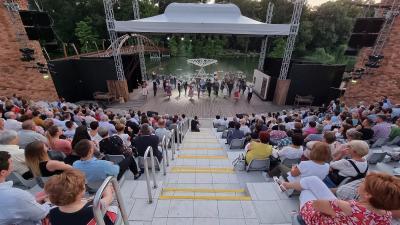 A Szarvasi Vízi Színház (Fotó: Kovács Dénes)