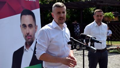 A Jobbik sajtótájékoztatója az Angyalos kútnál: Jakab Péter és Stummer János – Fotó: behir.hu/Such Tamás