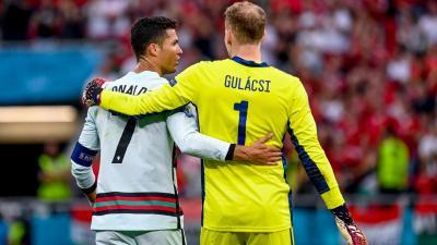 Ronaldo és Gulácsi a magyar-portugál meccs után - Fotó: MTI