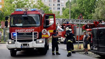 Tűz volt a Lencsési lakótelepen – Fotó: behir.hu/Such Tamás