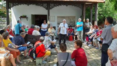 NDK-s magyarok a békéscsabai Öregháznál – Fotó: Debreczeni Anna