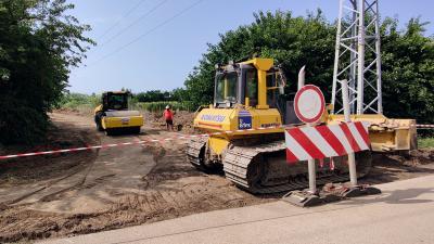 Elindult a 7 milliárd forintból finanszírozott útépítési és -felújítási program Békéscsabán. Fotó: behir.hu/V.D.
