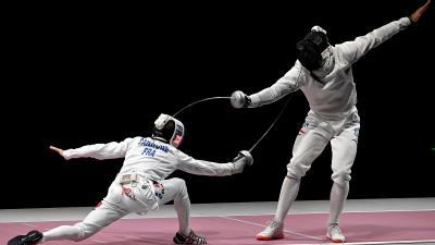 Siklósi Gergely (j) és a francia Romain Cannone a férfi párbajtőrözők egyéni versenyének döntőjében (Fotó: MTI/Illyés Tibor)