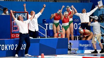 A bronzérmes magyar csapat ünnepli győzelmét (Fotó: MTI)