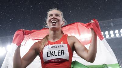 A győztes Ekler Luca a távolugrás T38-as kategóriájának döntője után a világméretű koronavírus-járvány miatt 2021-re halasztott 2020-as tokiói paralimpián az Olimpiai Stadionban 2021. augusztus 31-én. A magyar versenyző saját világcsúcsát kétszer is megj