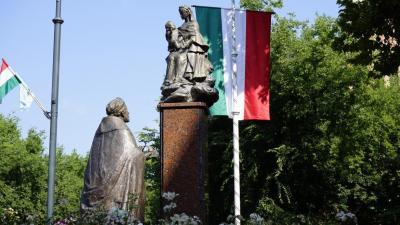 Szent István szobra Békéscsabán, a Szent István téren (fotó: behir.hu/ V.D.)
