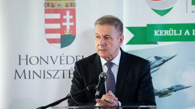 Benkő Tibor honvédelmi miniszter (A kép forrása: portfolio.hu)