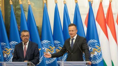 Szijjártó Péter (j) és Tedrosz Adhanom Gebrejeszusz sajtótájékoztatót tart - Fotó: MTI