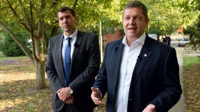 MSZP sajtótájékoztató: Miklós Attila (b) és Tóth Bertalan – Fotó: behir.hu/Such Tamás