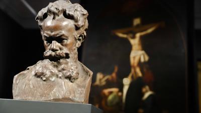 19 eredeti festmény – 1 eredeti szobor: A festő személyét alkotásai mellett Pásztor János Munkácsy-szobra idézi meg a múzeumban (fotó: Munkácsy Mihály Múzeum)