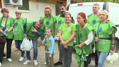 Az alapítvány önkéntesei és munkatársai az Esély Pedagógiai Központban