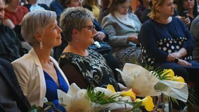 Mező Andrea, a A MI-ÉRTÜNK Prevenciós és Segítő Egyesület elnöke (balról) és Bátori Zsuzsanna, Békéscsabai Kistérségi Egyesített Szociális Központ vezetője – (Fotó: Hidvégi Dávid/behir.hu)