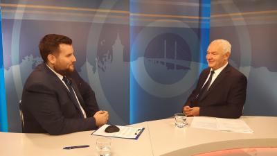 Herczeg Tamás (j) a 7.Tv stúdiójában (fotó: facebook.com/herczegtamas10)