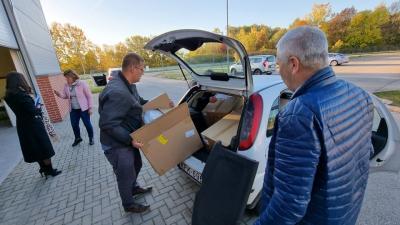 Antigén gyorstesztek és arcvédők érkeztek a békéscsabai repülőtérre 2021.10.25.-én. Forrás: behir.hu/Kovács Dénes
