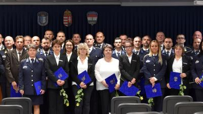 Elismerésben részesültek csoportkép. Forrás: police.hu